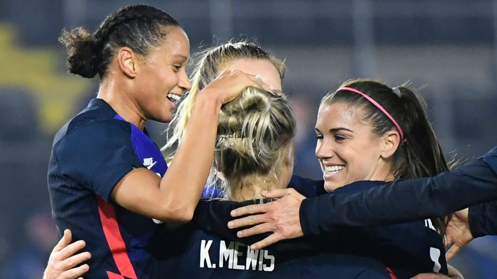 Alex Morgan celebrates with Kristie Mewis in the USWNT's 2-0 win over the Netherlands