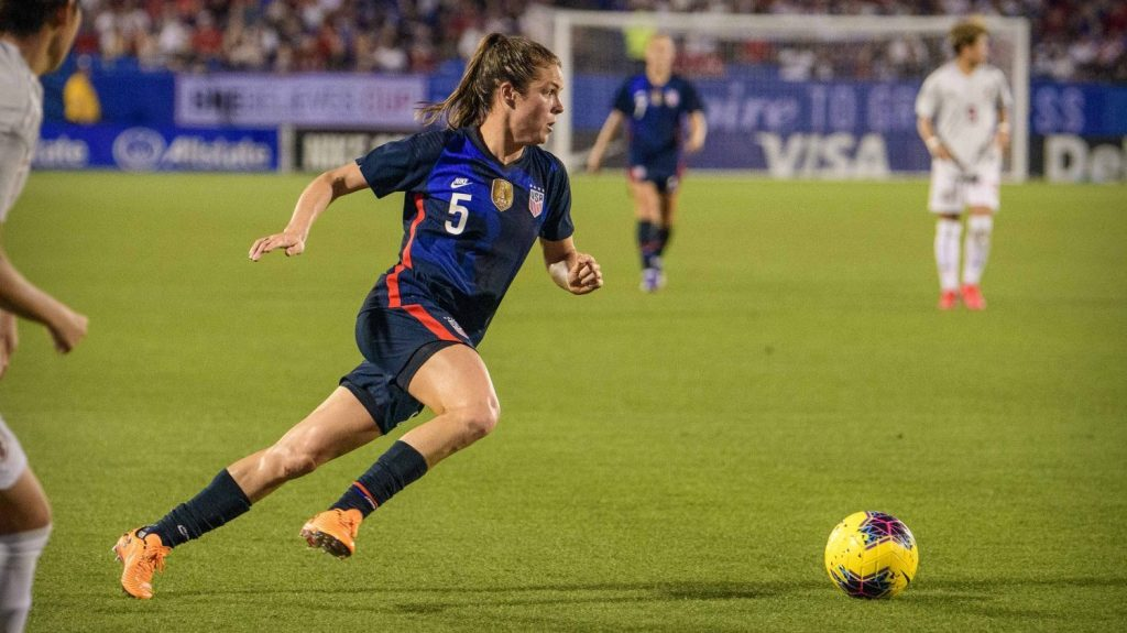 Kelley OHara competing for the USWNT at the 2020 She Believes Cup