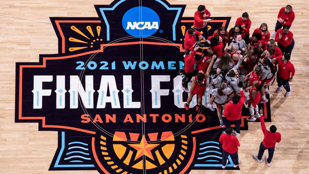 Arizona and Stanford, both in the PAC-12, will meet in the final of the 2021 NCAA women's basketball tournament